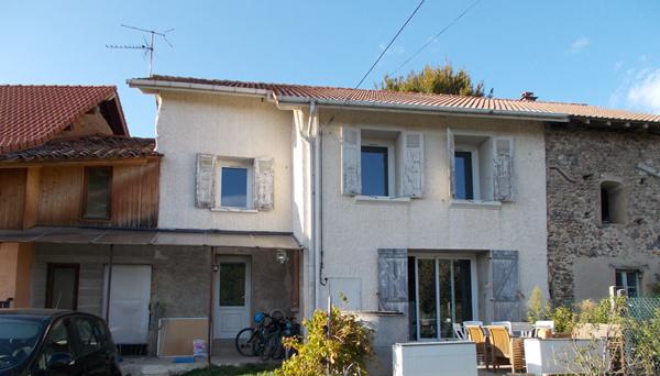 Visite d'une maison (pisé) en rénovation à Crachier